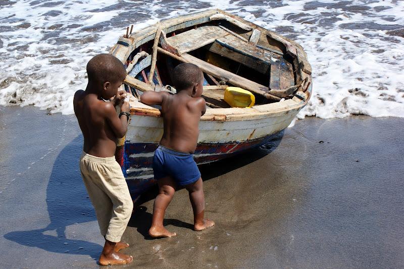 Crianças a puxar o barco, Cabo Verde