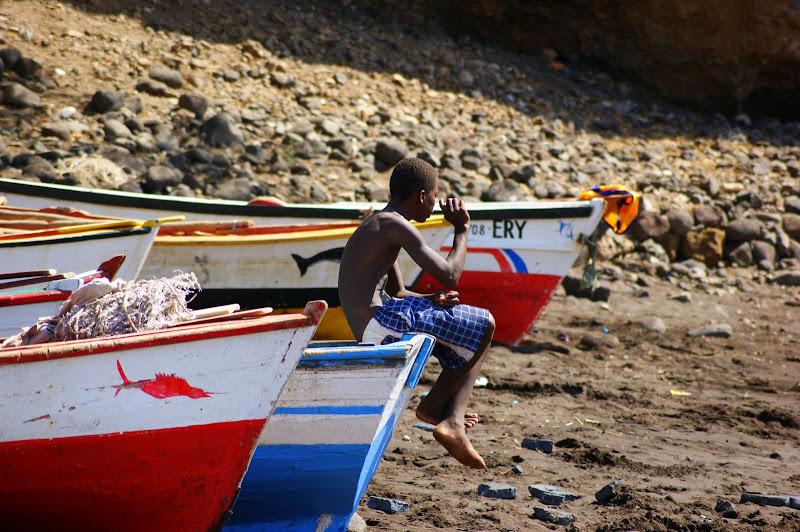 Treinador de bancada no futebol de praia, Cidade Velha, Cabo Verde