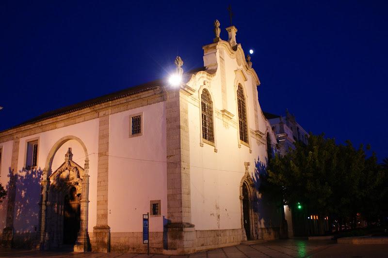 Praça du Bocage à noite, igreja de São Julião