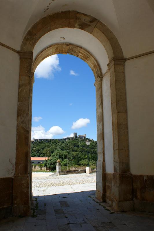 As muralhas de òbidos ao fundo