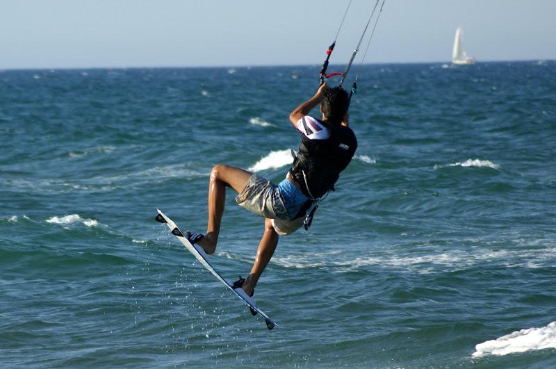 Voando sobre as ondas, kitesurf, oliva