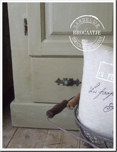 brocante vitrinekast 010