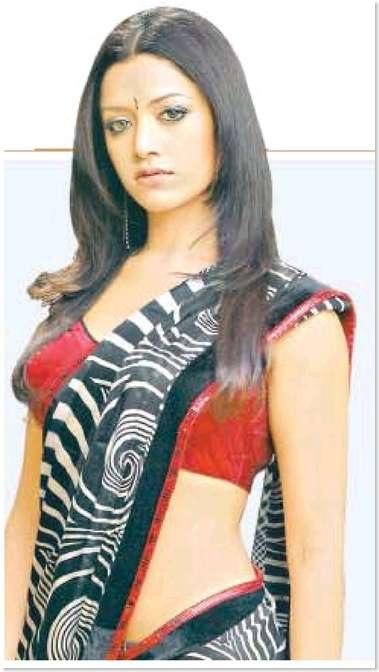 Priyanka Chopra, Rani Mukherjee, Raveena Tandon & Others - Hot Scans...