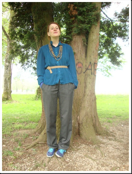 vintage blue blouse and belt; Oviesse pants; Graceland shoes (3)