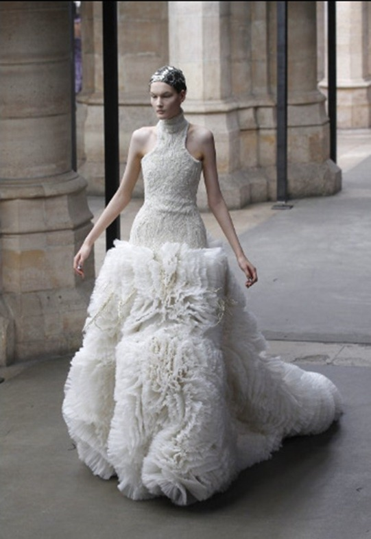 McQueen FallWinter 2011 Sarah Burton Turns Out Royal Wedding-Worthy Collection (PHOTOS) - Mozilla Firefox 4182011 121211 PM.bmp