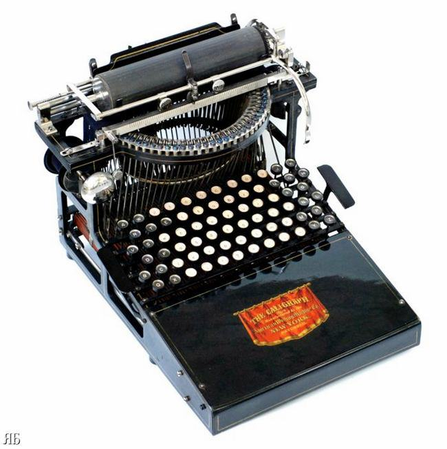 Photos of Antique Typewriters