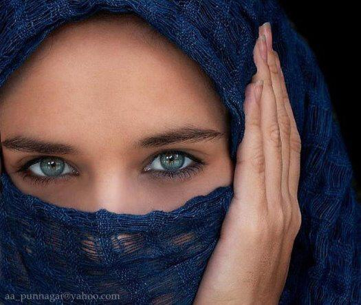 Power of Girls' Enchanting Eyes!!!