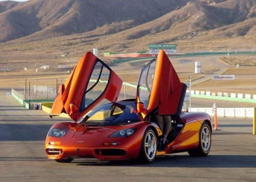 Top 6 Fastest Cars in the World: SSC Ultimate Aero, Bugatti Veyron, Koenigsegg CCX, Saleen S7 Twin-Turbo, McLaren F1, Ferrari Enzo