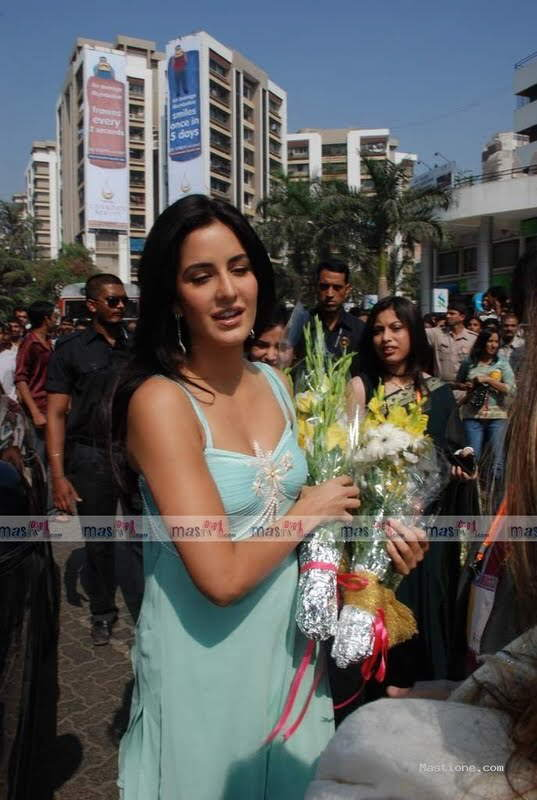 Katrina Kaif at a Function: She looks ravishing!!!