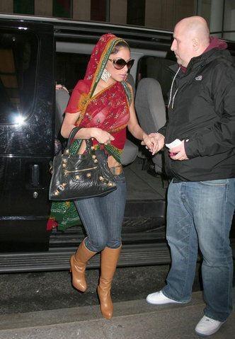 Nicole Scherzinger's Attractive Modified saree Look - Saree with Jeans.