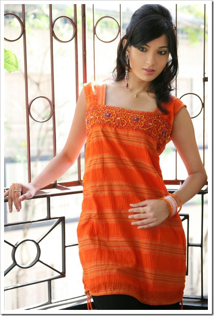 Cotton hot style with gathered slits