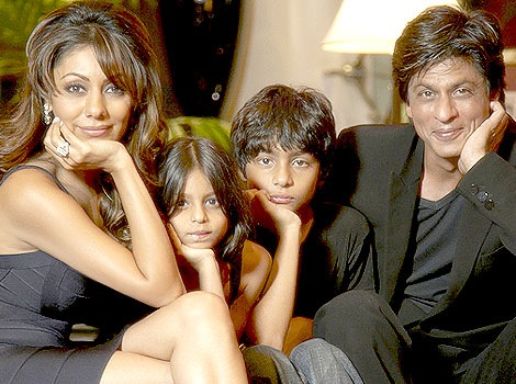http://lh5.ggpht.com/_6JIgFAXPkQ0/Sgk2TwJAM2I/AAAAAAAAAa8/2lWlB9Jk59I/s1600/Shahrukh+khan+with+his+family+at+his+home+Mannat+1%5B2%5D.jpg