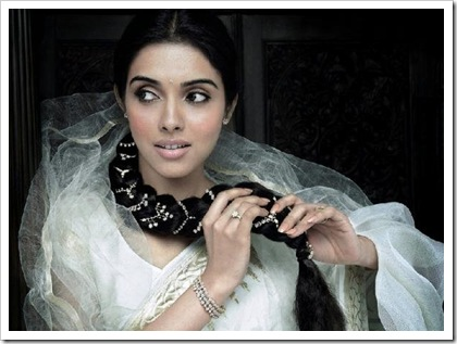 Asin wearing Tanishq's new collection aria