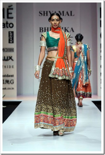 Tradutuibak bridal wear collection by shyamal and bhaumika in Lakme Fashion week 2