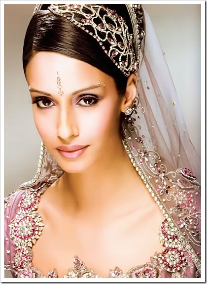 Indian bridal makeup, jewellery & bridal dress 1