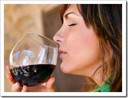 mujer_tomando_vino