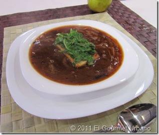Sopa de cebolla y chipotle con espinacas