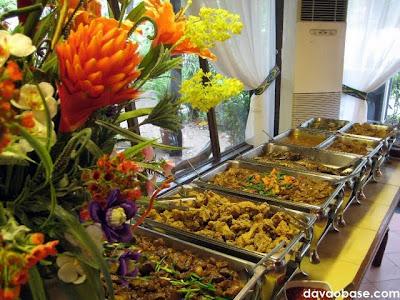 Beautiful buffet table in Nanay Bebeng Restaurant
