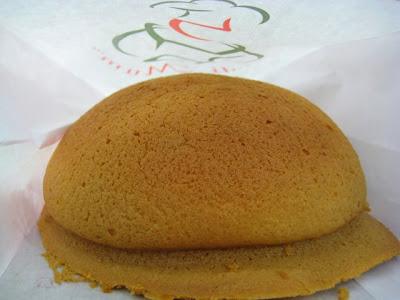 Roti Mum Coffee Bun: Crunchy sweet outside, chewy soft inside