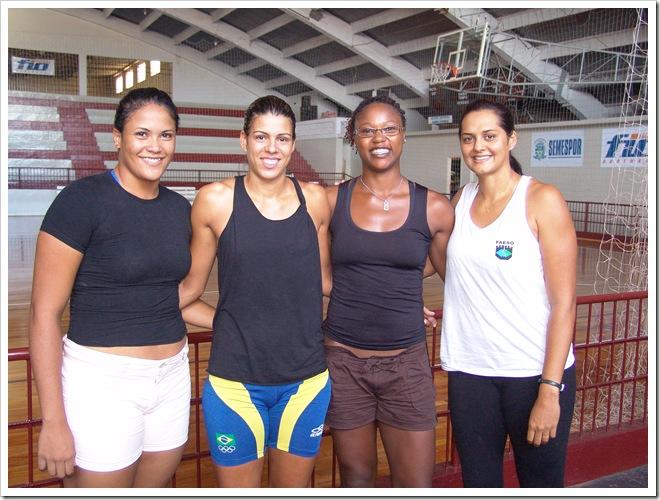 As novas jogadoras Tatiele, Fernanda Beling, Flávia e Milene, durante a apresentação do time no Monstrinho