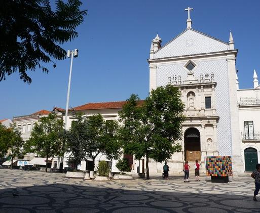 igreja perto do teatro