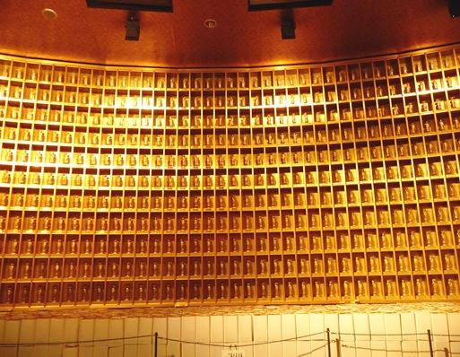 13. ushiku daibutsu interior parede de budas
