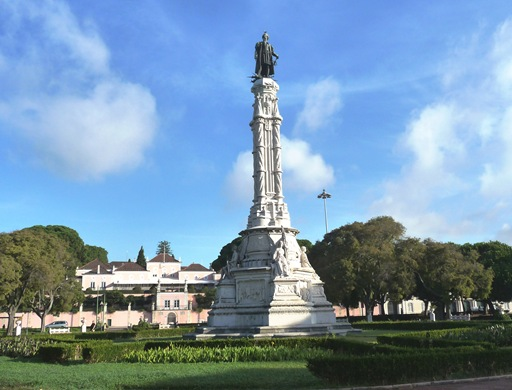 estatua em frente a presidencia da republica
