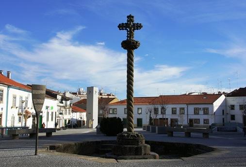 Castelo Branco - Largo e Cruzeiro de São João (estilo manuelino),constitui um belo exemplar de trabalho no granito da região.1