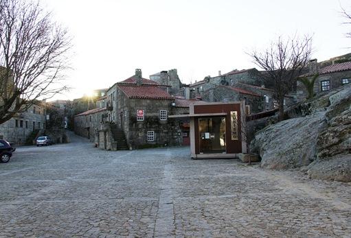 sortelha - entrada da vila