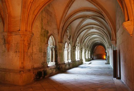 Mosteiro de Alcobaça - corredor do claustro