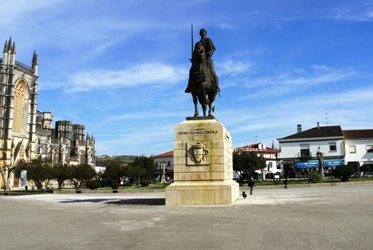 Batalha - Mosteiro de Santa Maria da Vitória - estatua de Nuno Alvares Pereira