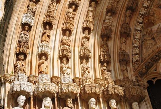 Batalha - Mosteiro de Santa Maria da Vitória - porta da igreja 4