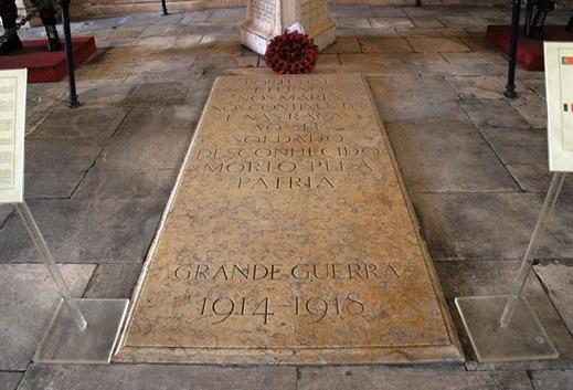 Batalha - Mosteiro de Santa Maria da Vitória -  casa do capitulo - tumulo do soldado desconhecido 1