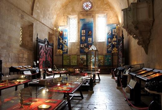 Batalha - Mosteiro de Santa Maria da Vitória - museu do soldado desconhecido - oferendas.1