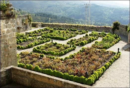 Linhares - inatel - jardim com buxos 1
