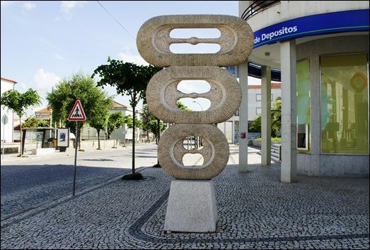 Mêda - Glória Ishizaka - escultura na calçada