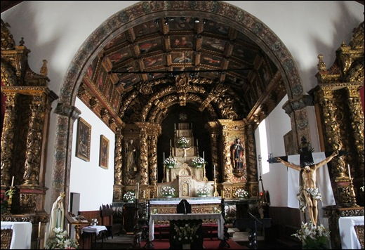 Mêda - Glória Ishizaka - interior da igreja matriz - altar