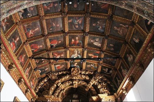 Mêda - Glória Ishizaka - interior da igreja matriz - caxotões