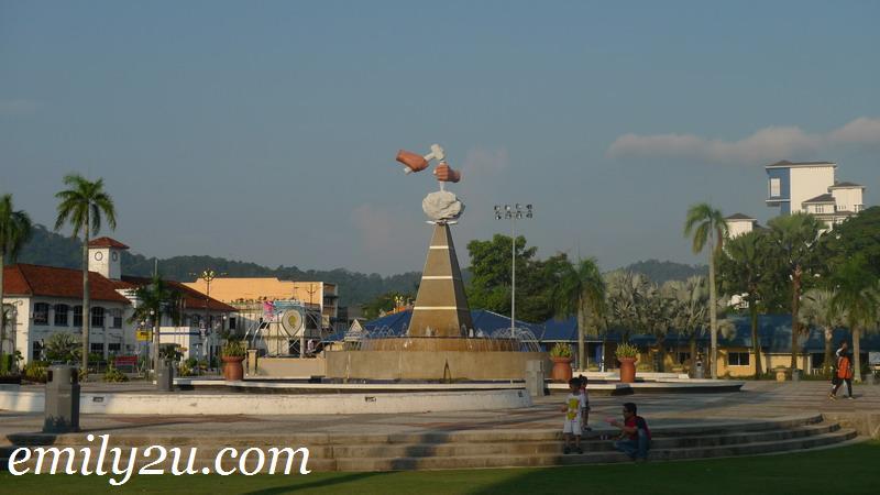 Johor monument
