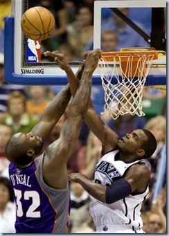 Nov 17 2008 [AP Photo] Sap slaps Shaq