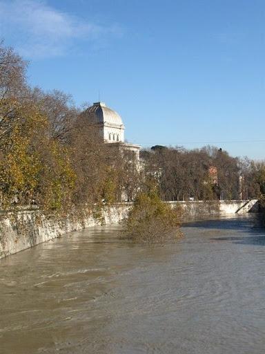 Roma 13 Décembre 2008, Le fleuve Tevere en totalité... dans photos
