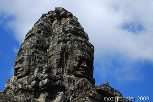 Soaring towers with smiley faces ... Bayon at last !