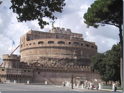 800px-Roma_Hadrian_mausoleum