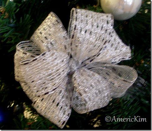 how to make a decorative christmas bow americkim 39 s home. Black Bedroom Furniture Sets. Home Design Ideas