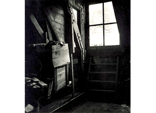anne_frank_amp_039_s_attic_window_anne_frank_3_3bf2ced3b0db33f48d1a16130a552087_490x350