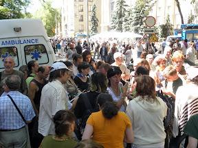 Более 2000 харьковчан пришло на общественые слушания. В зал пустили 341 человека. Одной из участниц в зале пришлось вызвать скорую помощь