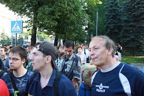 © iggant: После утреннего разгона защитников и разгрома лагеря активисты собрались у Облсовета и просили встречи с депутатами. Милиция посчитала это незаявленным митингом и разогнала всех собравшихся.