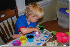 Coloring Eggs_040110 287