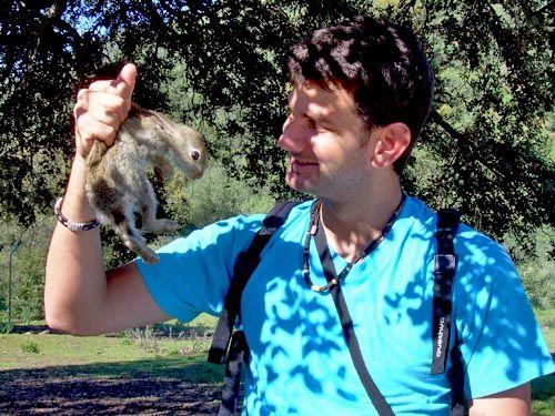 Alejandro y conejo