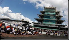 2010 Indianapolis NSCS 1 EGR team kissing bricks